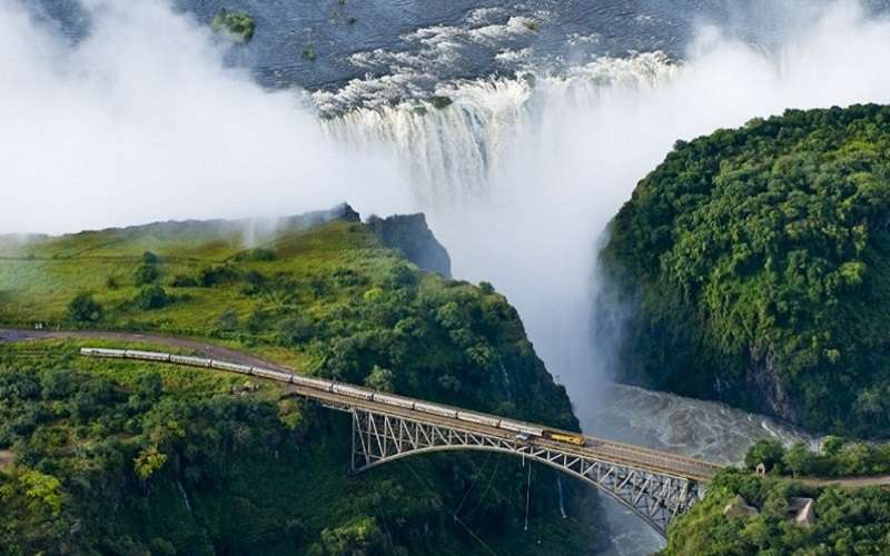shongololo-express-victoria-falls(1)